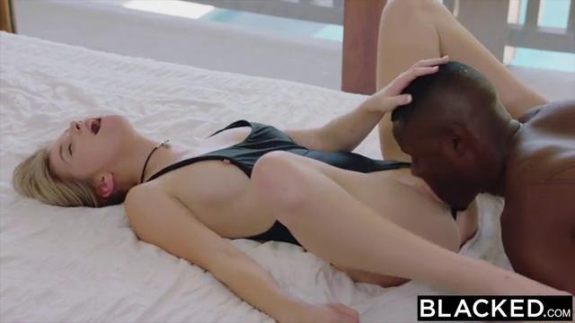 Девушка отдалась чернокожему парню